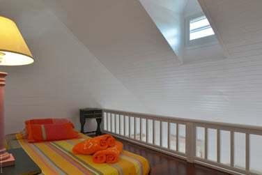 Mezzanine juste au-dessus de la chambre dans La Case
