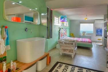 Les chambres de la villa Catherine offrent une décoration originale et ludique