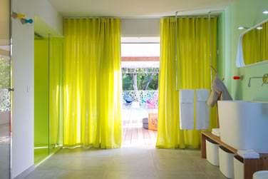 Des couleurs vives pour cette très spacieuse villa !