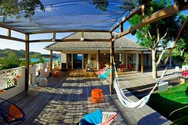 Découvrez une spacieuse villa avec de très agréables espaces extérieurs
