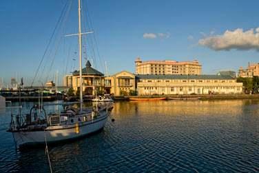 La capitale Port-Louis est une ville animée en bord de mer