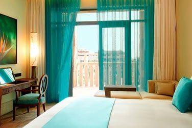 Les chambres Luxe sont très élégantes et décorées avec des couleurs vives !