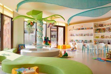 L'hôtel possède un mini-club qui accueille les enfants de 4 à 12 ans : l'Amura Kids Club