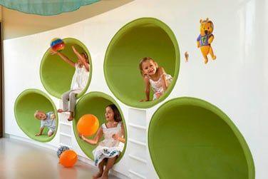 Le mini-club est doté d'un espace de jeux vidéo et propose un service de baby-sitting avec supplément
