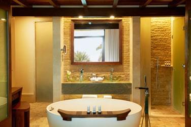 Les salles de bain sont spacieuses et luxueuses...