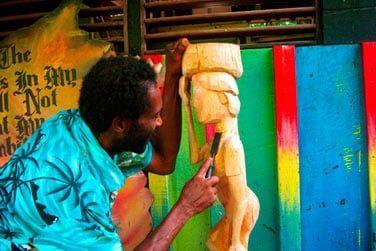 Admirez l'artisanat local en faisant un tour en ville..