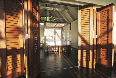 Séjournez dans l'un des 14 confortables lodges nichés en pleine végétation