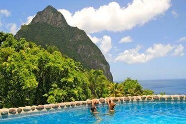 Votre piscine privée surplombant la côte