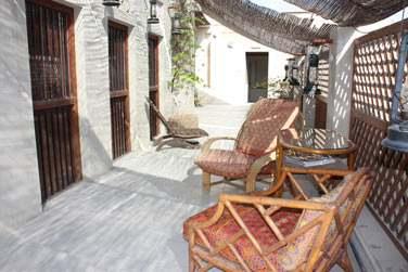 A l'étage de la cour intérieure principale se trouvent 3 chambres dotées d'une très belle terrasse