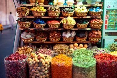 Le souk des épices haut en couleurs