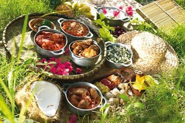 A l'Estagnon vous pourrez goûter aux spécialités locales servies par la table d'hôte