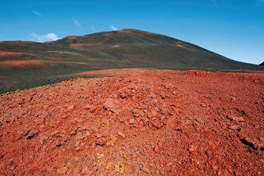 ... vous mènera jusqu'au célèbre volcan, le Piton de la Fournaise