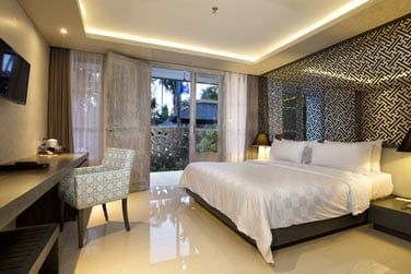 La décoration est simple et allie designe et touches de décoration balinaise.