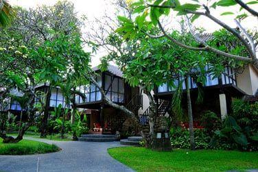 L'hôtel Segara Village possède 120 chambres.