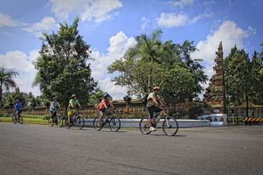 L'hôtel organise des randonnées à vélo autour du lac