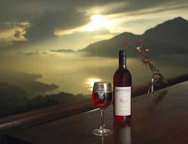Au coucher du soleil, dégustez un bon vin au Danu Lounge