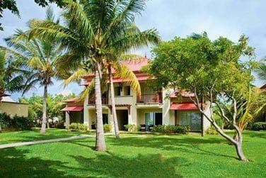 L'architecture originale des chambres au cœur d'un beau jardin tropical
