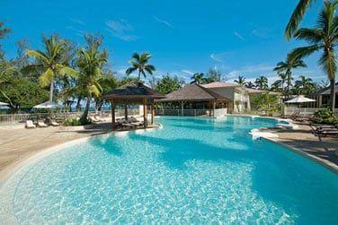 L'hôtel dispose de deux belles piscines