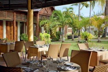 Le restaurant 'Le Maloya' propose des buffets à thèmes variés chaque soir