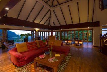 Perché dans les montagnes de Mahé, cet hôtel de charme vous accueille dans un cadre très cosy
