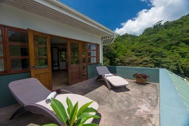 Votre terrasse aménagée pour vous détendre en admirant la vue...