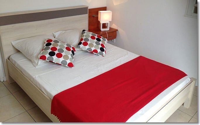 Les chambres sont modernes et lumineuses