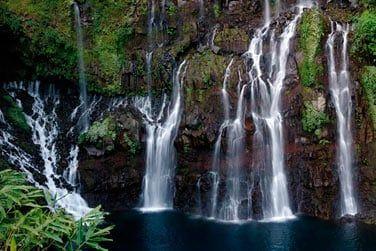 L'île est riche en cascades et rivières