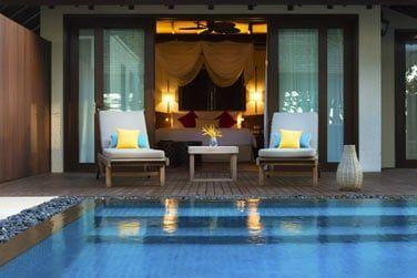 Accès direct à votre piscine privée depuis la chambre