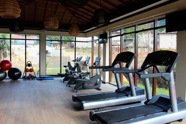 Le centre de fitness entièrement équipé