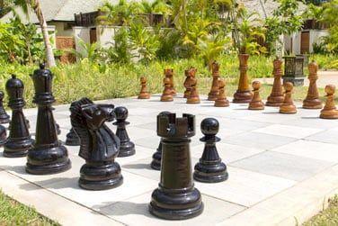 Affrontez-vous lors d'un jeu d'échec grandeur nature,
