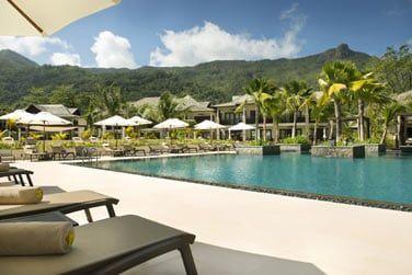 Une vaste piscine pour vos moments de détente