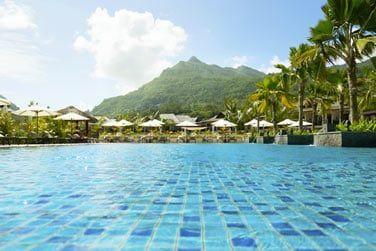 Vous êtes entourés par le Morne Seychellois d'un côté