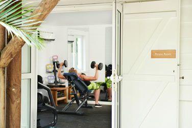 La salle de fitness entièrement équipée