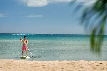 Stand-up paddle sur le lagon turquoise