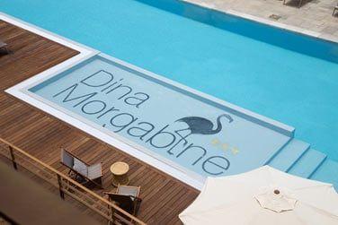 Prélassez-vous au bord de la piscine après une belle journée d'excursion...