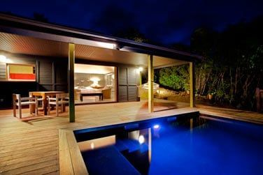 Chambre rose et sa piscine