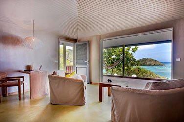 Les chambres disposent de baie vitrée pour profiter pleinement du paysage