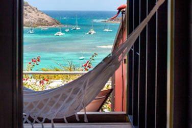 Et savourez la panorama sur la mer des Caraibes et l'île Pinel