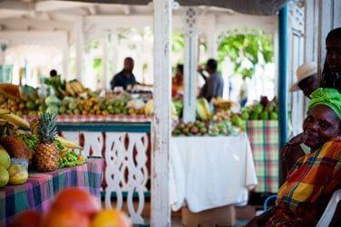 Le marché coloré de Marigot à Saint-Martin