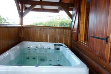 Et le bain à remous sur la terrasse pour se relaxer après vos visites...