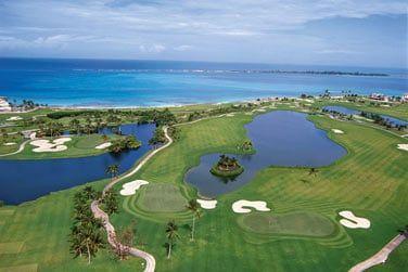 Le golf de 18 trous avec un superbe panorama
