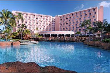 Voici l'hôtel Atlantis Beach Towers
