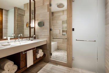 La toute nouvelle salle de bain des Chambres vue jardin