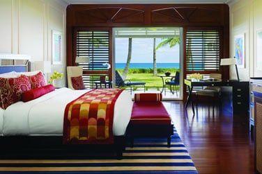 Chambre Luxe front de mer dont la terrasse fait face à la mer...