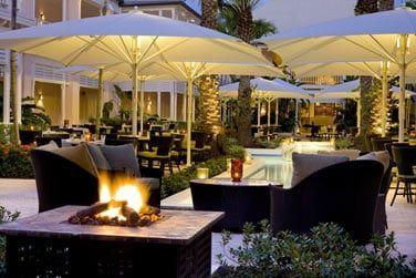 Le restaurant Courtyard Terrace ouvert pour le dîner... Un cadre très élégant