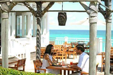 Un cadre sublime pour un déjeuner face à la mer au restaurant Dune