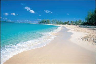 L'hôtel est bordé par une magnifique plage de sable blanc