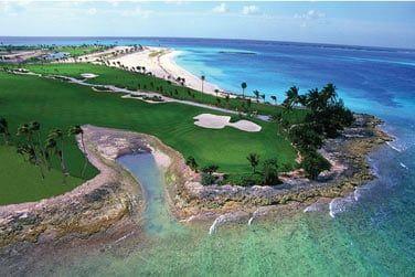 L'hôtel abrite un parcours de 18 trous situé sur la péninsule de Paradise Island