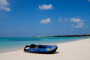 La plage de l'hôtel Paradise bay se prête à la pratique des sports nautiques