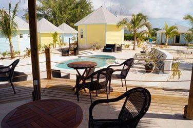 La petite piscine de l'hôtel